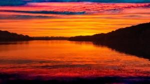 Lake-in-sunrise